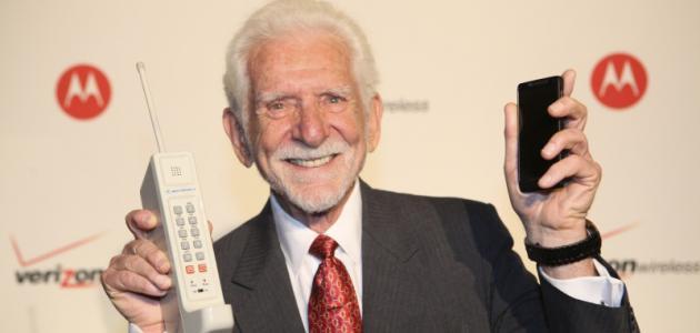 من اخترع الهاتف المحمول موضوع