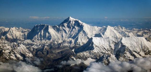 أين توجد قمة جبل إفرست موضوع